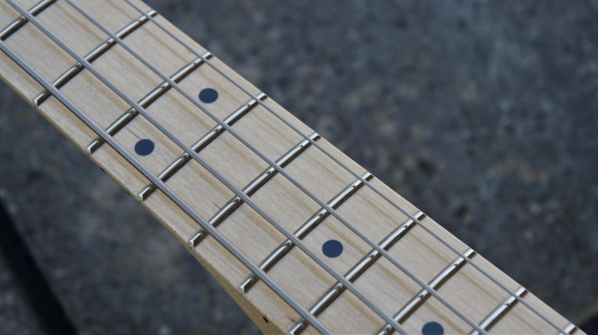 Fender 75th Anniversary Jazz Bass – Diamond Anniversary