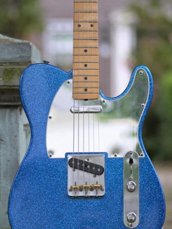 Fender J Mascis Telecaster – Dazzling Bottle Rocket Blue Flake